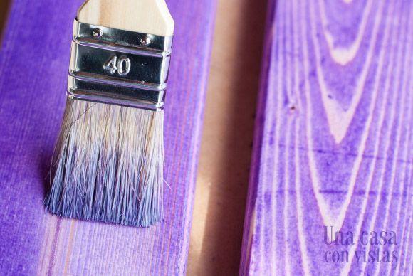 Tinte morado en madera