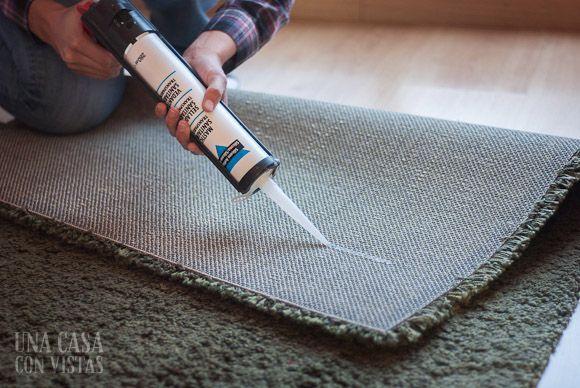 Silicona en la alfombra para que no resbale