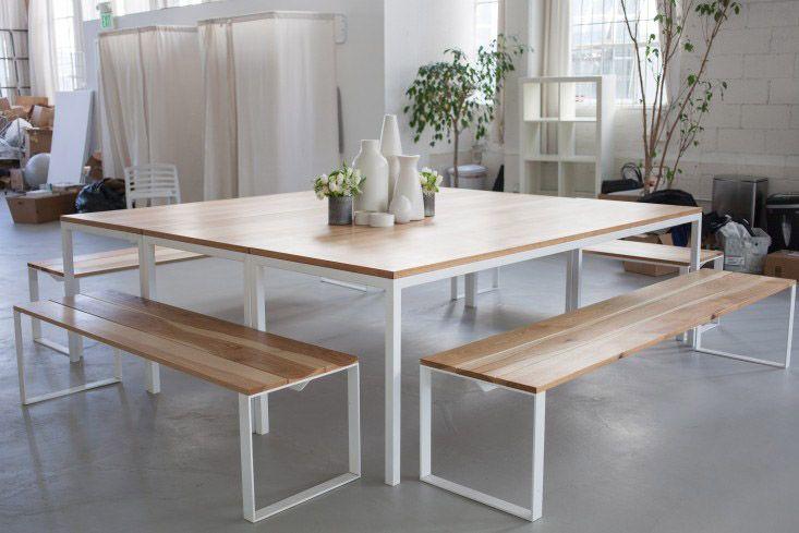 Mesa de metal blanco y madera