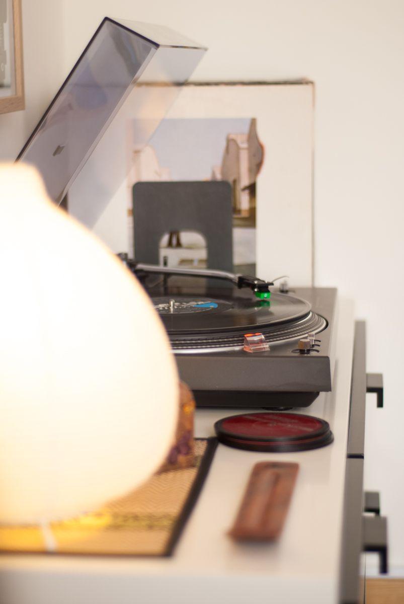 Mesa con tocadiscos Technics