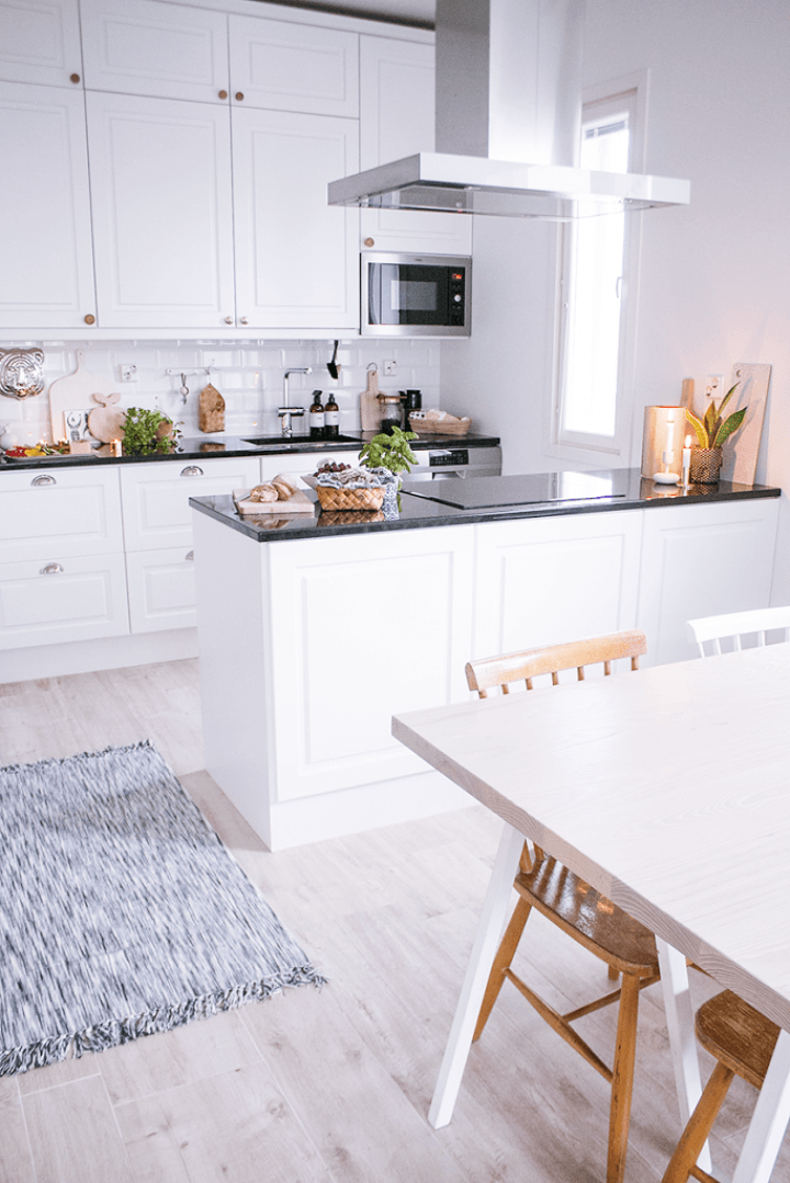 Comedor y cocina de estilo nórdico