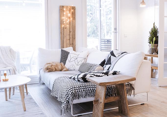 Salón de estilo nórdico con suelo de madera