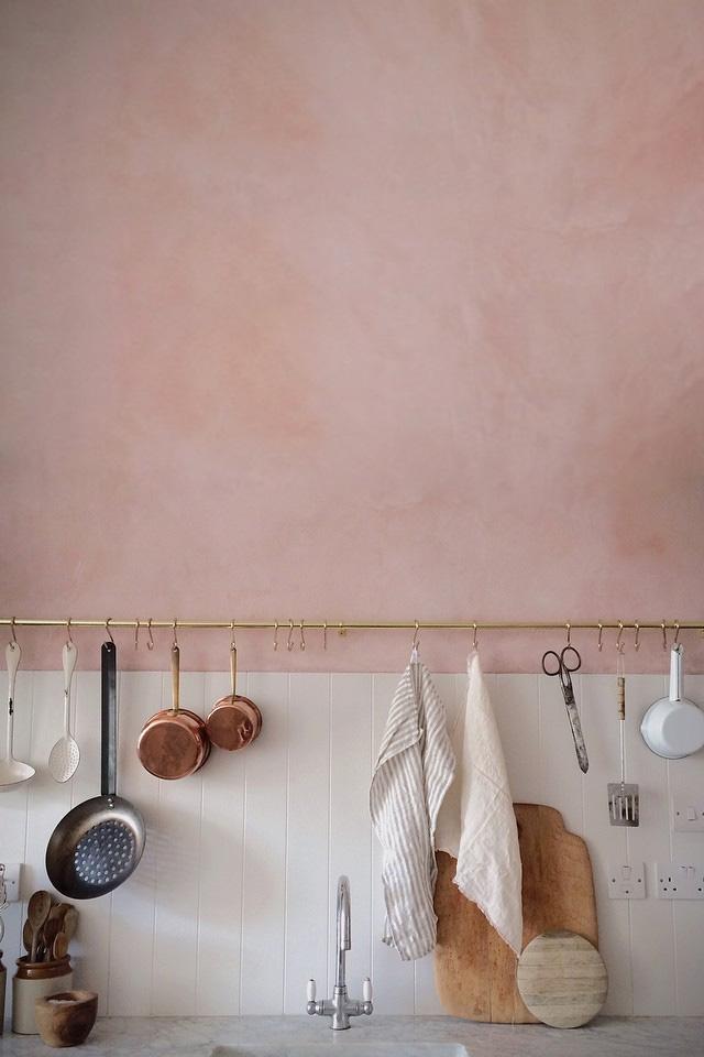 Cocina pintada con rosa cuarzo