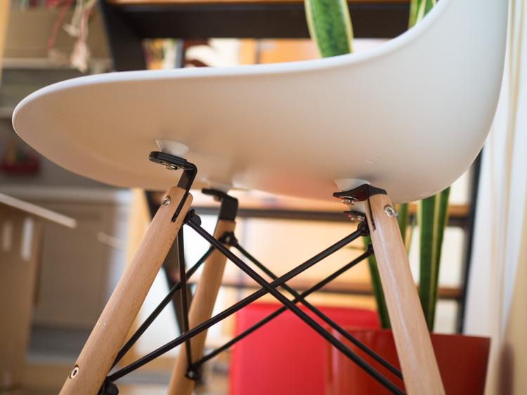 Detalle patas silla Eames DSW