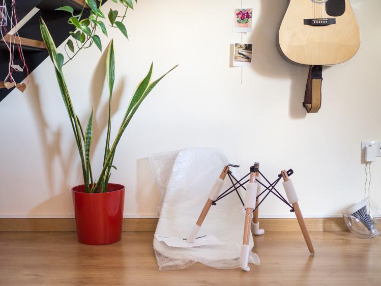 lo cierto es que es una silla popular seguro que la habis visto en infinidad de revistas y blogs de decoracin as que existen muchas
