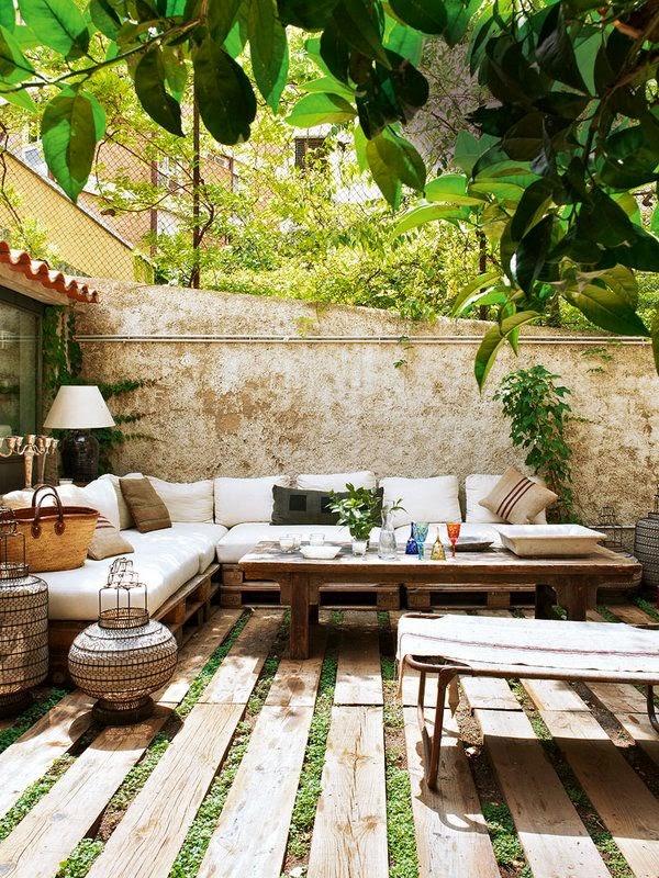 Terraza decorada con plantas