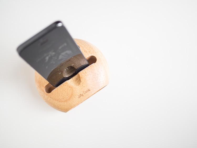 Soporte de madera para móvil