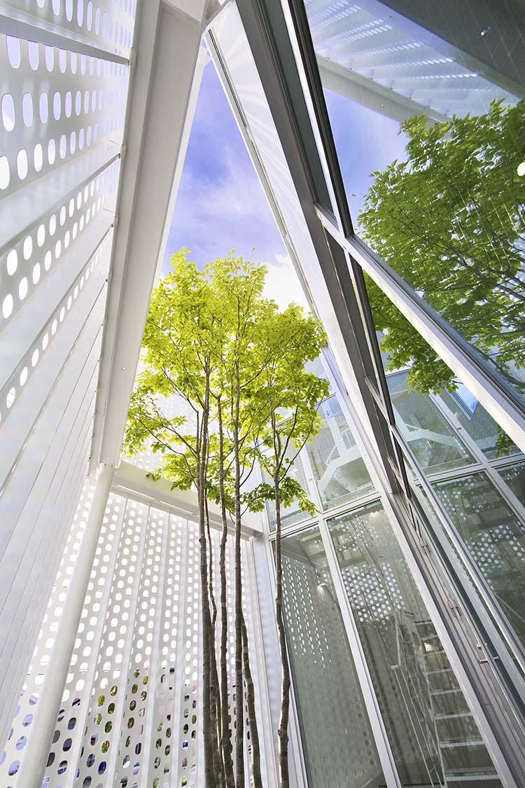 Edificio moderno blanco en Japón