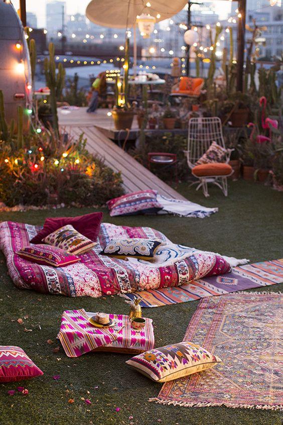 Decoración hippie en terraza