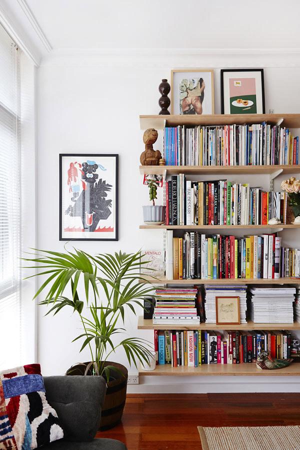 Estantería modular con libros