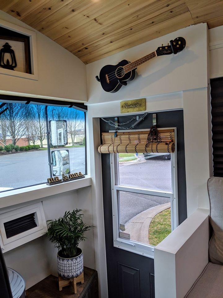 Autobús escolar convertido en vivienda