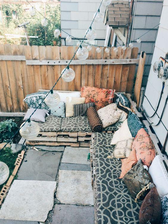 Terraza con sofa de palets