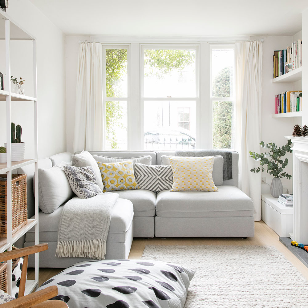 Salón pequeño con ventanal