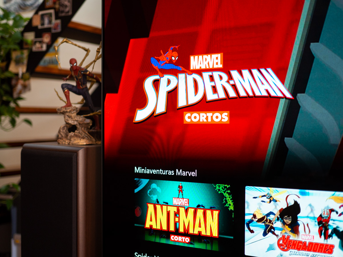 Escultura Spider-man y tv