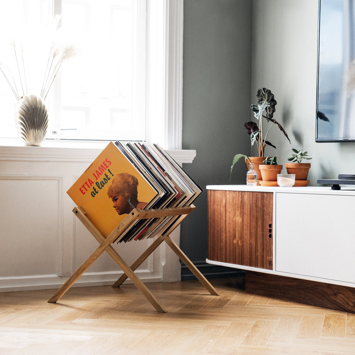 Mueble de madera para discos de vinilo