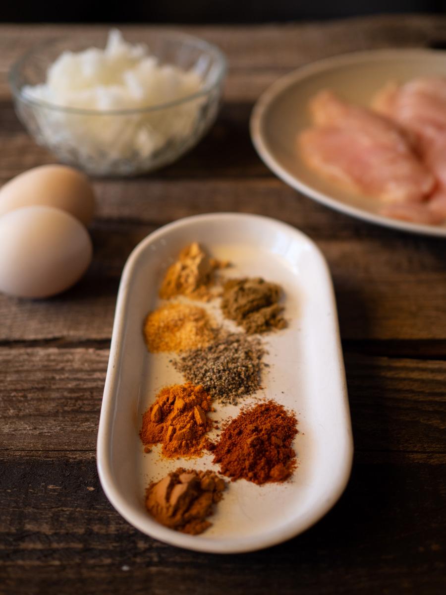 Ingredientes y especias para briwats de pollo