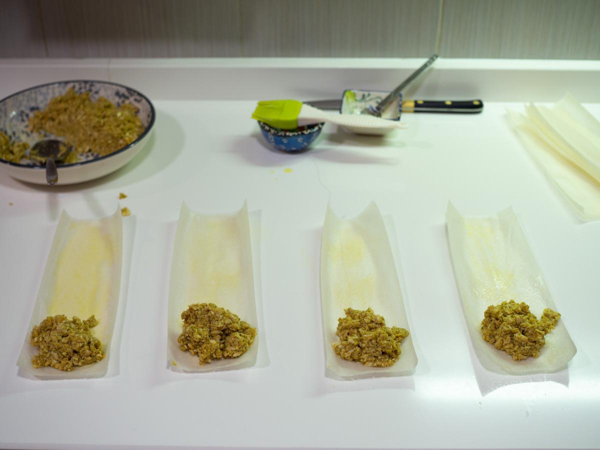 Rellenando los briwats de pollo