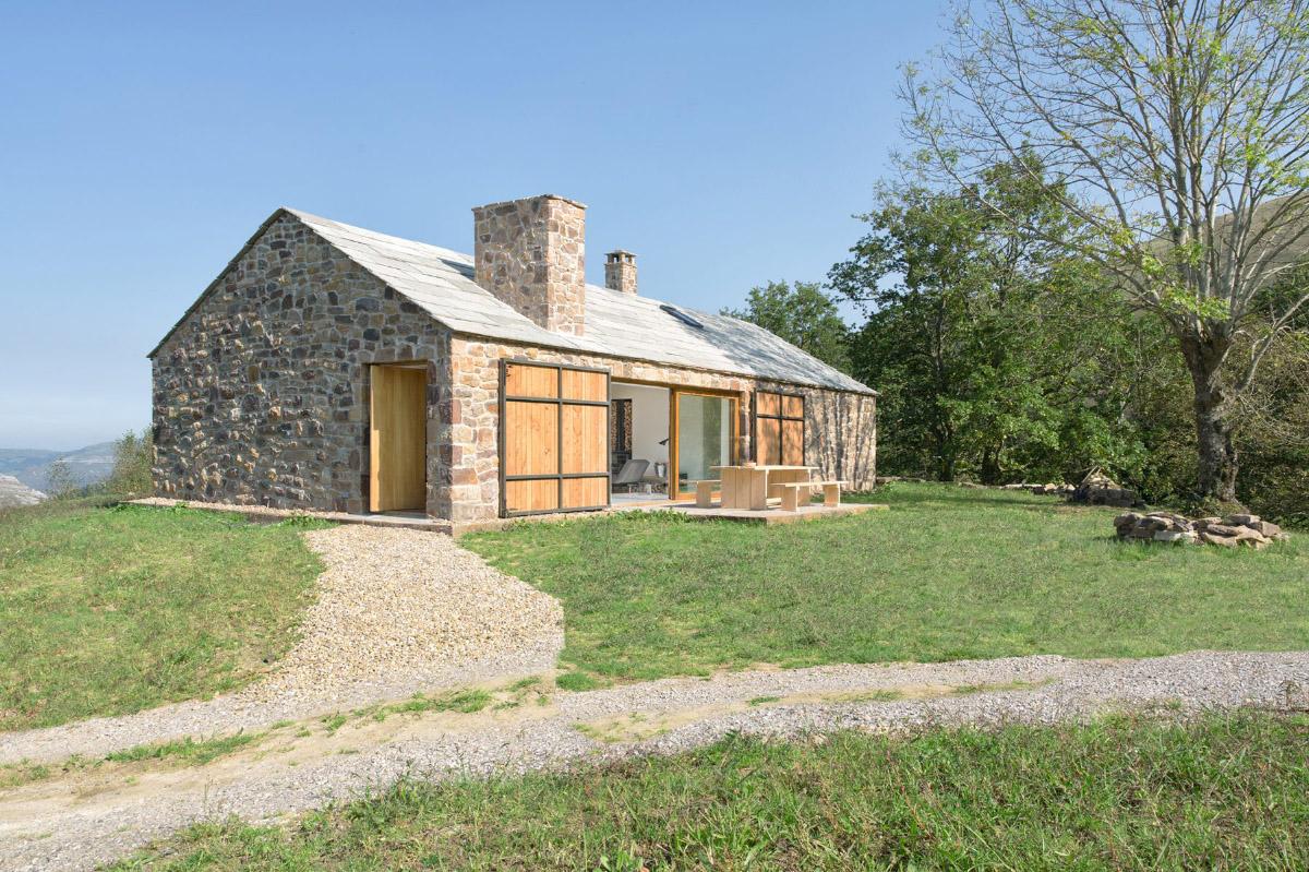 Cabaña pasiega reconstruida en Cantabria