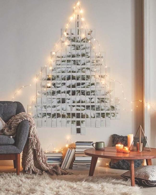 Árbol de Navidad hecho con fotos en la pared