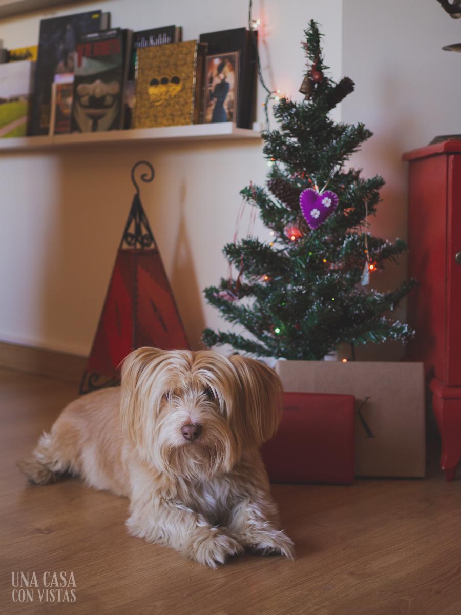 Mini árbol de Navidad con perrito