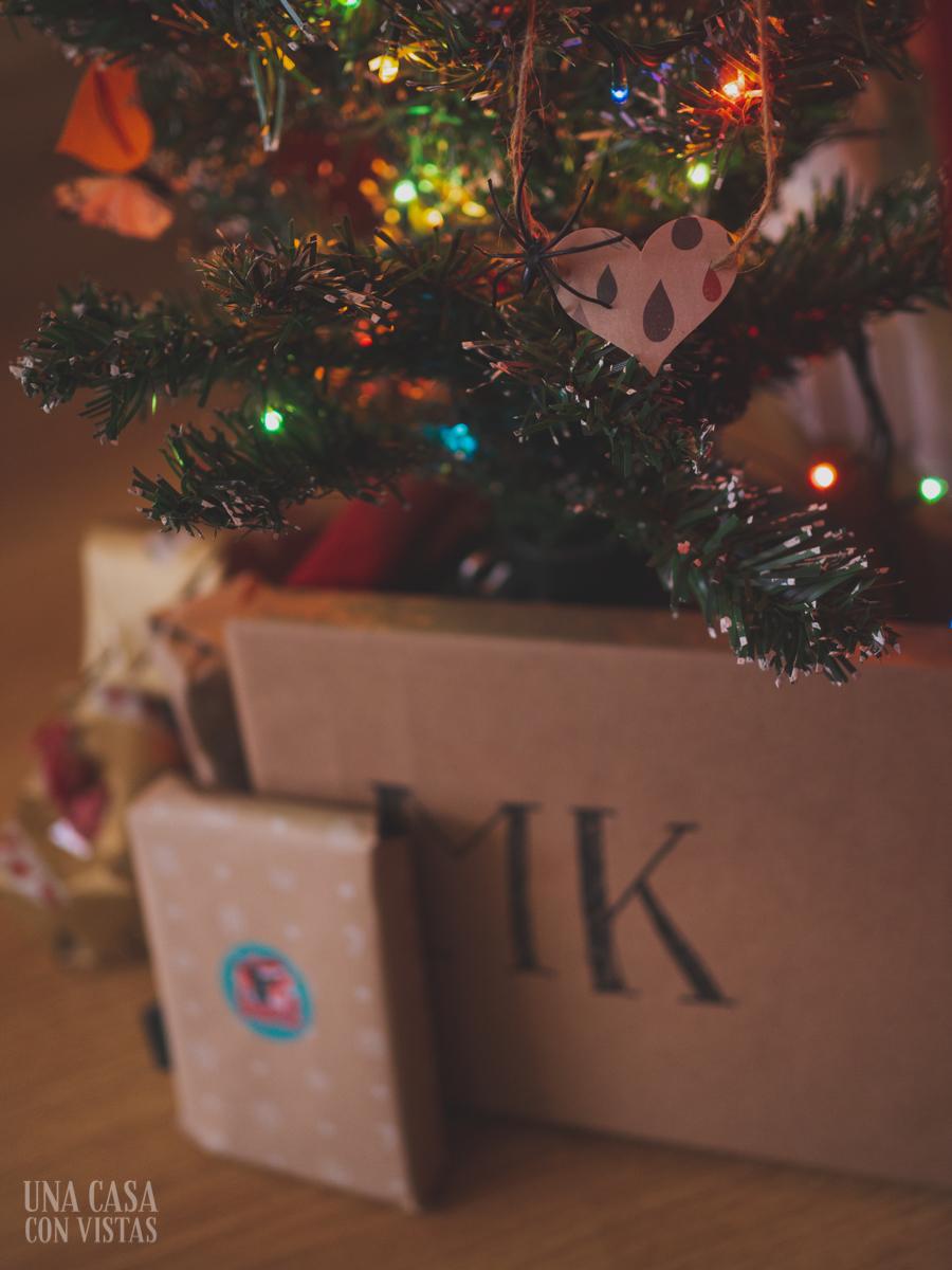 Mini árbol de Navidad con regalos
