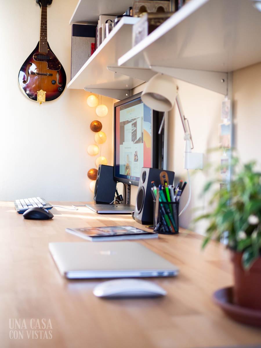 Detalle de espacio de trabajo en casa