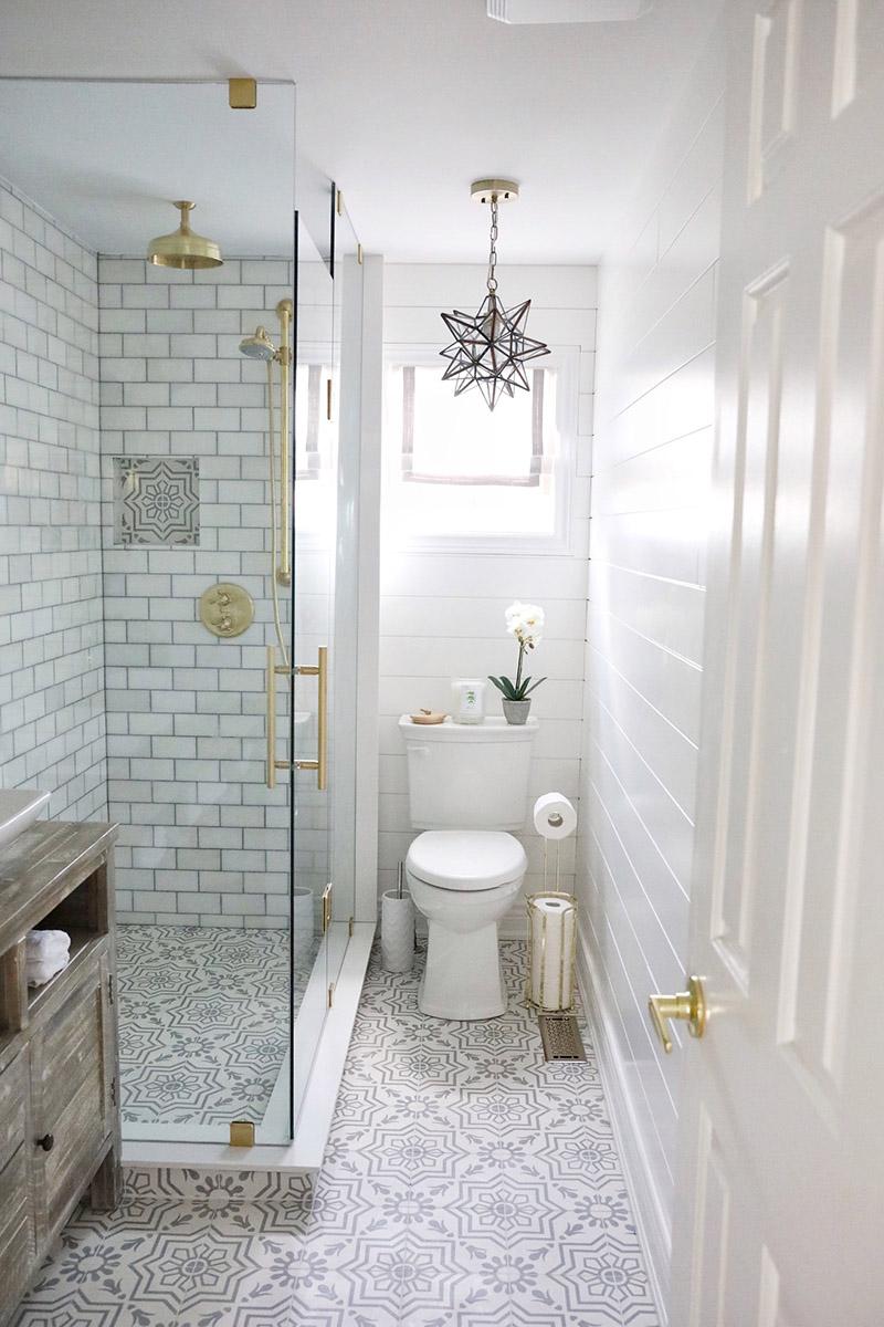 Baño pequeño moderno con ducha