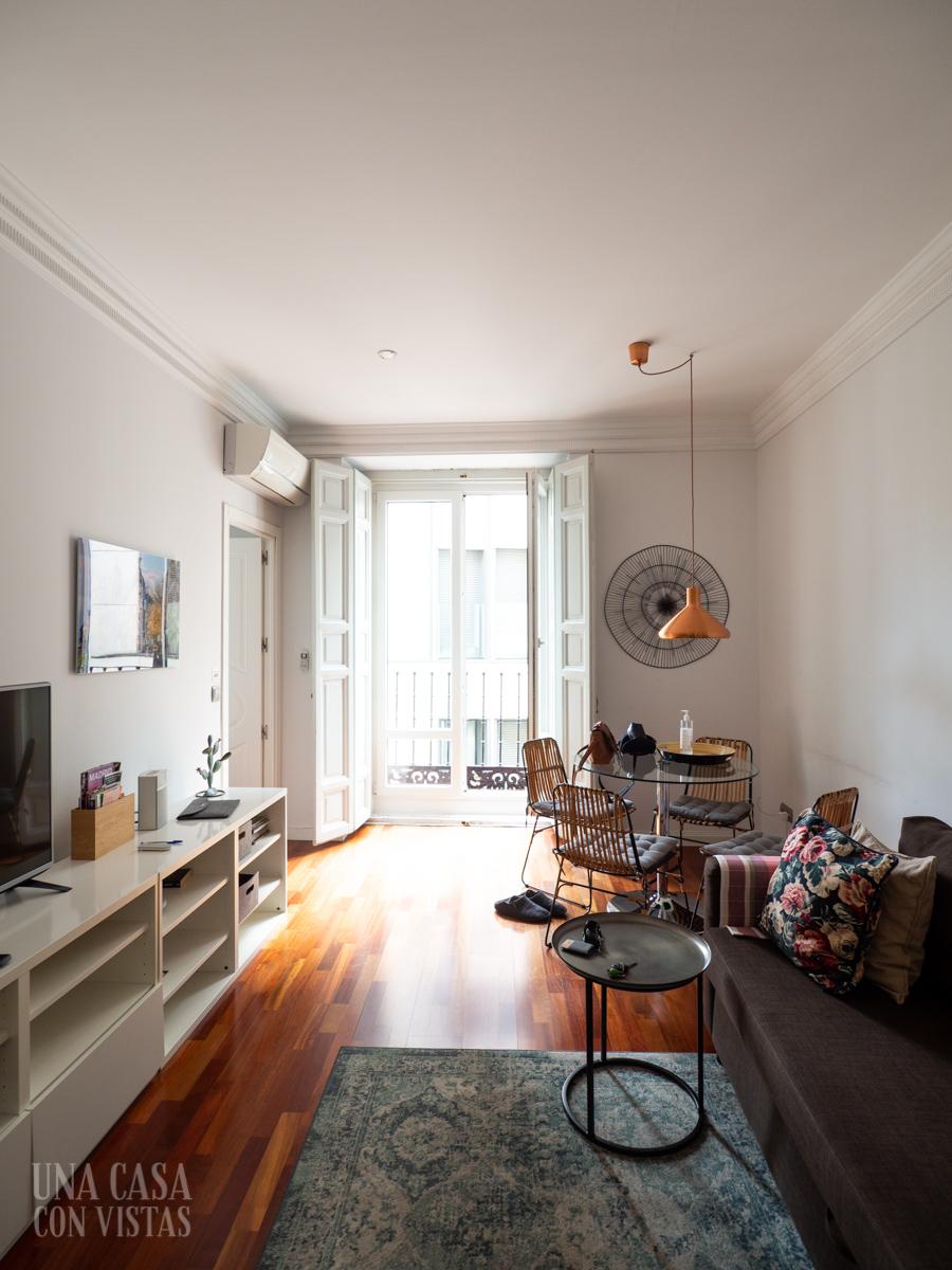Salón apartamento Airbnb en Madrid